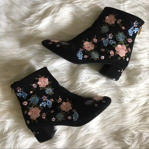 [Topshop] Embroidered Booties